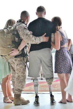 Marine  greets his unit after losing his legs to an IED mid-February, this is what he sacrificed for you!