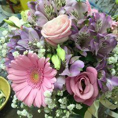 #IGotMarriedonMonday Pink Gerbs alstroemeria & Lizzy. Congrats!!!