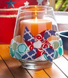 Use free-form Mod Melts to make a faux beach glass candleholder for a fun 4th of July table centerpiece. #plaidcrafts