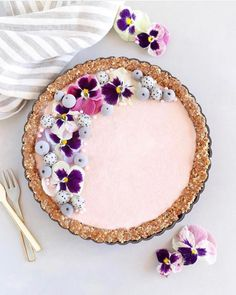 Have you ever made a no bake pie? Repost from purelykaylie – no-bake cashew berry tart 🌸💜 look for this post in their… Sweet Pie, Sweet Tarts, Beautiful Desserts, Beautiful Cakes, Tart Recipes, Baking Recipes, Berry Tart, Raw Cashews, No Bake Pies