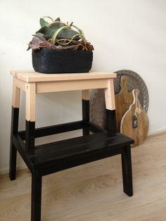 zwarte plantenbak met vetplant - stoer op mijn DIY BEKVAM opstapje op mijn #pintratuin moodboard. #IKEAenik