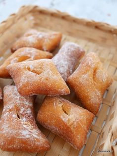 Bottereaux : les beignets que lon trouve en boulangerie Beignets, Delicious Donuts, Delicious Desserts, Beignet Mardi Gras, Baking Recipes, Dessert Recipes, Carnival Food, No Bake Snacks, Homemade Cookies