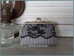 Fekete - fehér csíkos tárca csipkével / Black and white striped wallet with lace