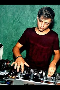 Martin Garrix!! My favourite dj artist. If you havent checked out his music, i say try it out. Highly recommend it.