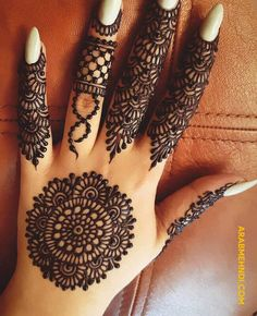 50 Most beautiful Gol Tikki Mehndi Design (Gol Tikki Henna Design) that you can apply on your Beautiful Hands and Body in daily life. Round Mehndi Design, Mehndi Designs Front Hand, Pretty Henna Designs, Henna Tattoo Designs Simple, Finger Henna Designs, Indian Mehndi Designs, Full Hand Mehndi Designs, Henna Art Designs, Modern Mehndi Designs
