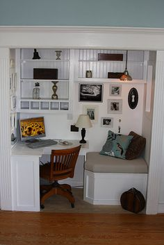 Eclectic Home Office Photos Closet Office Design, Pictures, Remodel, Decor and Ideas Desk Nook, Office Nook, Corner Desk, Desk Space, Office Setup, Computer Nook, Office Spaces, Tv Nook, Computer Center