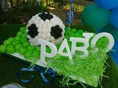 Coches Soccer Party, Ideas Para Fiestas, Candy Shop, Candy Buffet, Dessert Table, Marshmallow, Holiday Parties, Cake Pops, Party Time