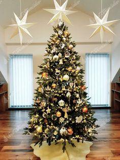 Ako ozdobiť vianočný stromček ? trendy pre rok 2020   Svet Stromčekov Christmas Tree, Holiday Decor, Trendy, Home Decor, Board, Noel, Teal Christmas Tree, Decoration Home, Room Decor
