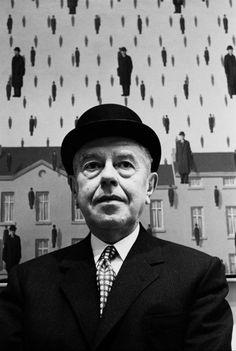 Surrealism image Rene Magritte at MOMA, New York, Photo: Steve Schapiro. Max Ernst, Rene Magritte, Moma, Famous Artists, Great Artists, Modern Artists, Portraits, Wassily Kandinsky, Museum Of Modern Art