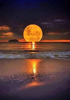 Beautiful moon over ocean Moon Pictures, Pretty Pictures, Cool Photos, Amazing Photos, Beautiful Ocean Pictures, Relaxing Pictures, Beautiful Moon, Beautiful World, Beautiful Places
