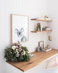 i like the little shelves in the corner Home Office Storage, Home Office Design, Home Office Decor, Interior Simple, Interior And Exterior, Workspace Inspiration, Home Decor Inspiration, Decor Ideas, Study Nook