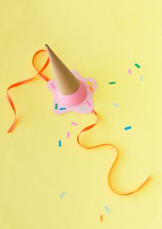 I know we're barely through Spring yet but is it too early to start thinking about Ice-cream? Here's a cute party hat concept for your celebrations in the the warmer months ahead… Materials Ne Melting Ice Cream, Diy Ice Cream, Crazy Hat Day, Crazy Hats, Diy Party Hats, Craft Party, Mason Jar Diy, Happy Day, Halloween Decorations