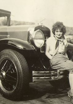 Clara Bow and her Lincoln photographed at the Walking Box Ranch