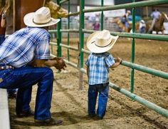 Daddy and son rodeo team <3