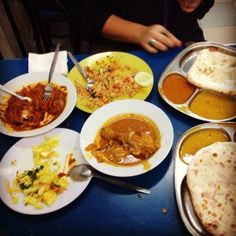 The Food in Kuala Lumpur was nothing short of spectacular. Naan, curry, fried rice and amazing spices. This type of food originally comes from India, but it's prepared Malay style :) Malay Food, Naan, Types Of Food, Kuala Lumpur, Fried Rice, Curry, Spices, Asia, Yummy Food