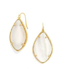I love how these style channels a sleek yet organic vibe! #baublebar #swatstyle #earrings