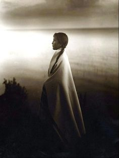 "Photo: ""Ojibwa Woman, Minnesota"" by Roland W. Reed, from ""The Art of Photography at National Geographic,"" September National Geographic magazine Native American Beauty, Native American Photos, Native American History, Native American Indians, Into The West, Native Indian, Native Art, Art Photography, Vintage Photography"