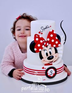 ▷ 1001 + ideas for the cutest Minnie Mouse cake for your little one Mickey And Minnie Cake, Bolo Minnie, Minnie Mouse Birthday Cakes, Mickey Cakes, 1st Birthday Cakes, Minnie Mouse Party, Bolo Panda, Mini Mouse Cake, Friends Cake