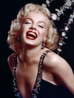 """Marlyn Monroe was gorgeous! It's sad how these days she would be cinsidered """"plus sized"""""""