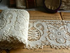 Antique lace huge length Bedfordshire white cotton by BrocanteArt Antique Lace, Vintage Lace, Vintage Sewing, Sewing Patterns, Crochet Patterns, Loom Patterns, Types Of Lace, Lacemaking, Linens And Lace