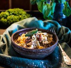 Stekt lax i gräddsås med soltorkade tomater och spenat - Landleys Kök Winter Food, Feta, Acai Bowl, Vegetarian, Meals, Breakfast, Ethnic Recipes, Meal Ideas, Inspiration