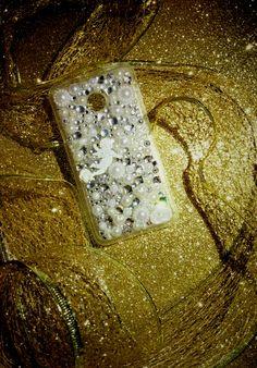 💎👼Una cascata di punti luce per la cover total white silver in un soave abbraccio...grazie Nicoletta per aver scelto una creazione CreaCi👼💎 #creaCi #colcuore #creation #creativity #handmade #coverpersonalizzate #fantasy #swarovski #strass #angels #huawei #huaweiy330 #personalized #luce