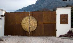 House Fence Design, House Main Gates Design, Iron Gate Design, Door Design, Wall Design, Front Gates, Entrance Gates, Main Entrance, Gate Designs Modern