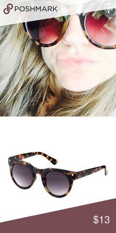 Sunnies - Round Tortoise Shell Sunnies - Round Tortoise Shell. Super chic H&M Accessories Sunglasses