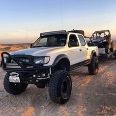 This would be a perfect Rez rig! Toyota Tacoma Lifted, Toyota Pickup 4x4, Toyota Trucks, Lifted Ford Trucks, Toyota Cars, Toyota Hilux, Toyota Tundra, Jeep Truck, Accessoires 4x4