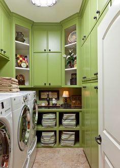 decoFresh Bright Laundry Room in Green