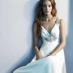 Νυφικά διακριτικά φορέματα.Διακριτικά φορέματα χυτά, empire και νυφικά φορέματα shealth (ίσια γραμμή), συνδυασμένα εξαιρετικά με λαμπερές λεπτομέρειες και ταιριάζουν με πολλά στυλ γάμου.