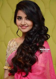 Anupama Parameswaran Stills At Vunnadi Okate Zindagi Movie Thanks Meet. South Indian Actress Anupama Parameswaran in saree stills. Beautiful Bollywood Actress, Most Beautiful Indian Actress, Beautiful Actresses, Beautiful Girl In India, Beautiful Girl Photo, Hot Pot, Beauty Full Girl, Beauty Women, Estilo Kylie Jenner
