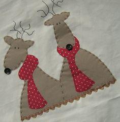 O Natal está chegando. Christmas Patchwork, Christmas Cushions, Christmas Applique, Christmas Card Crafts, Christmas Sewing, Christmas Projects, Holiday Crafts, Christmas Decorations, Christmas Makes