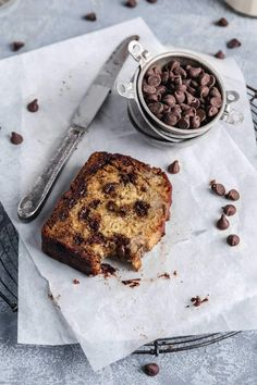 The BEST Chocolate Chip Banana Bread-Super Moist! Say hello to the moist chocolate chip banana bread of your dreams. This chocolate chip banana bread recipe is the only one you'll ever need! Peanut Butter Banana Bread, Moist Banana Bread, Chocolate Chip Banana Bread, Banana Bread Recipes, Best Chocolate, Most Expensive Food, Broma Bakery, Dry Bread, Choco Chips