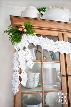 Make and add this interlocking holly leaf garland to your Christmas decorating. Free printable to cut and make your own. In My Own Style