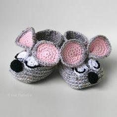 Sleepy mouse baby booties-http://www.allcrochetpatterns.net/
