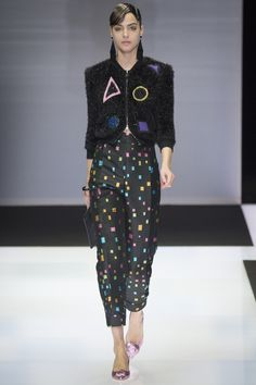#Farbbberatung #Stilberatung #Farbenreich mit www.farben-reich.com look 38 - Emporio Armani Fall 2016 Ready-to-Wear Fashion Show - Alma Durand