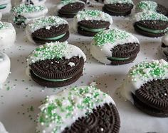 Cool idea for St Pats.dip half cool mint Oreo in white bark & add green sprinkles! Cool idea for St Pats.dip half cool mint Oreo in white bark & add green sprinkles! Yummy Treats, Delicious Desserts, Sweet Treats, Oreo Treats, Party Treats, Holiday Treats, Holiday Recipes, Christmas Treats, Christmas Cookies