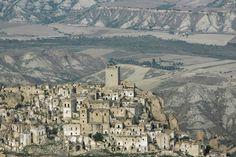 Craco en la provincia de Matera en Basilicata, Italia