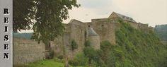 Wir verließen Bourscheid und auch Luxemburg und erkundeten, in Belgien angelangt, die Festungsanlage von Bouillon sowie den netten Ort La-Roche-En-Ardenne mit seiner Schlossruine. Nach einer kleinen Irrfahrt durch die Ardennen bezogen wir schließlich unser nächstes Quartier in Soy.  Nebelmeer in Bourscheid Als ich am Morgen erwachte und aus dem Fenster schaute, fiel mir