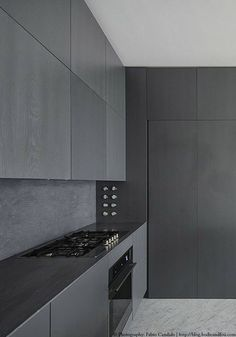 Black kitchen: Charcoal Kitchen, Modern Kitchen D Grey Kitchen Cabinets, Kitchen Cabinet Design, Modern Kitchen Design, Interior Design Kitchen, Black Kitchens, Home Kitchens, Minimalist Kitchen Counters, Minimalistic Kitchen, Charcoal Kitchen
