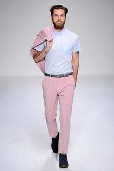 Calça e blazer Rosa Quartzo. A cor do verão 2016 segundo a Pantone.