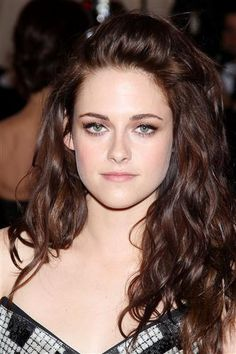 Cool pale skin with brunette hair. I need to be a brunette! I need it!