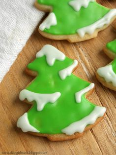 Snowy Tree Sugar Cookies. Post includes links to cookie and icing recipes