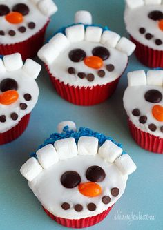 These adorable snowman cupcakes are low fat, easy to make and they are a hit with the kids!   To make the face, I used ingredients easily found…