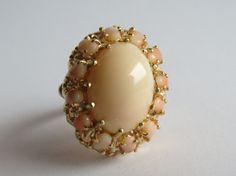 Corail pâle Vintage bague en or jaune 14 carats par Olablingola