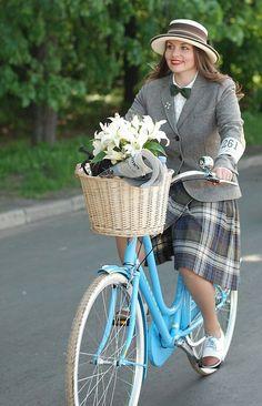 """velovostorg:  tweed ride moscow 2013 / smiling girl   """