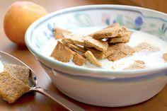 Feine kohlenhydratarme Zimt Flakes für einabwechlsungreiches Low Carb Frühstück. Mit Chiasamen, Goldleinsamen- und Mandelmehl. Eine herrlich zimtiger Start in den Tag.