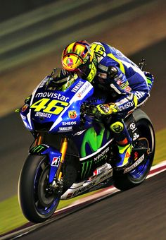 Valentino Rossi on his way to winning the 2015 Qatar Moto GP. Motogp, Motorcycle Racers, Moto Bike, Grand Prix, Yzf R125, Nascar, Stock Car, Side Car, Valentino Rossi 46
