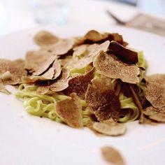 tajarin e tartufo bianco d'alba...che meraviglia!! #truffle #tartufo #alba #fieradeltartufo #foodporn #goodmoment #yummmmm #foodphotographer #fujilovers